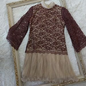 Vintage 1960s Lace Scarf Pleated Mini Dress sz m
